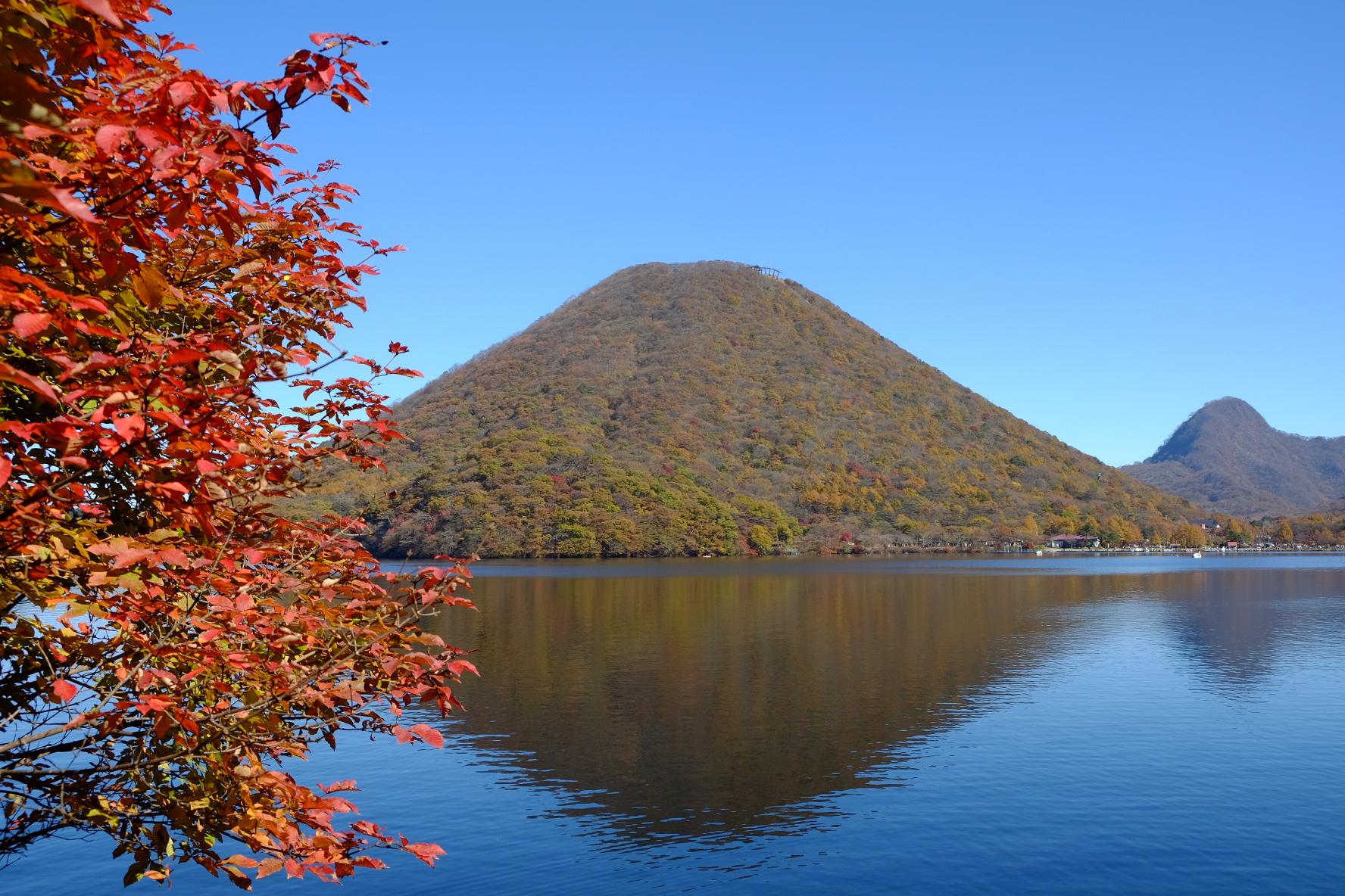 榛名湖に榛名山が映り込んだ「逆さ榛名山」