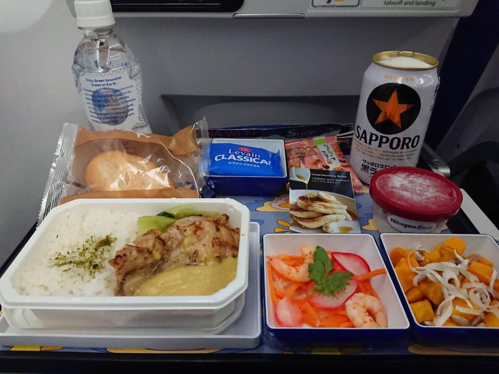 ANAのエアバスA380「FLYING HONE(フライング・ホヌ) 」の機内食「bills」監修