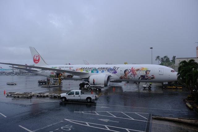 JALの「ARASHI HAWAII JET」 ダニエルKイノウエ空港 嵐ジェット