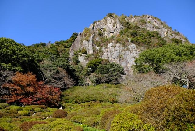 御船山の断崖下に広がるツツジ谷
