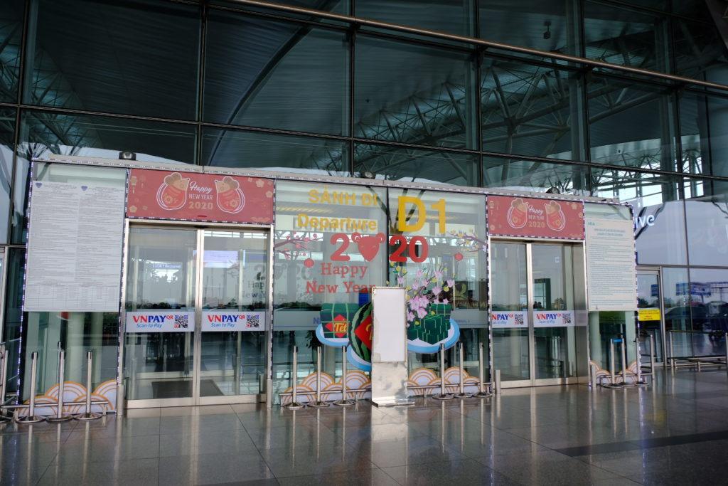 ハノイの玄関口ノイバイ国際空港もお祝いムード一色