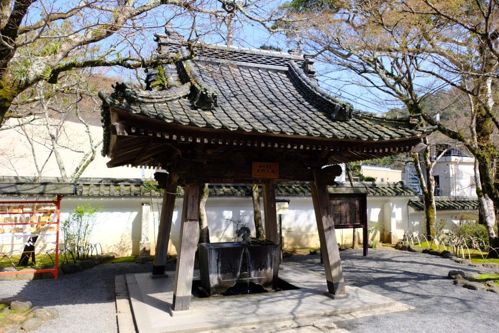 水屋は桂谷霊泉 大師の湯。源泉掛け流し